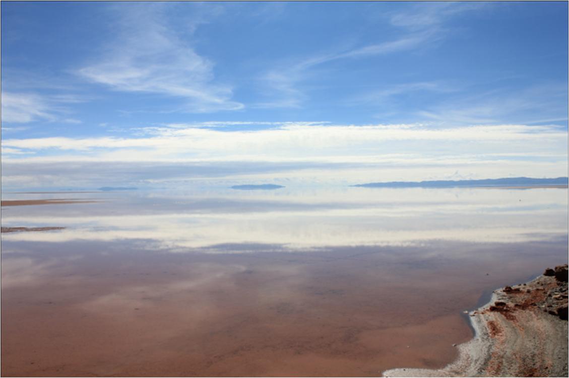 ウユニ湖に写る雲