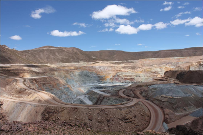 サンクリストバル鉱山(ねずみ色が鉱脈)